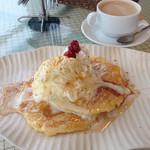 cafe maru2tasu - モチモチパンケーキにホワホワホイップ、アイス、シナモン、メープルで美味しかったです。