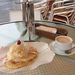cafe maru2tasu - 林檎のパンケーキとカフェオレ