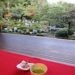 等持院 - ドリンク写真:書院。抹茶と庭園