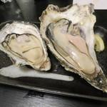 45530510 - 蒸し牡蠣:北海道厚岸産のながえもん、佐賀県竹崎産1