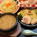 竹本商店 つけ麺開拓舎 - 伊勢海老つけ麺 大盛り トッピング野菜