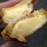 たいむ - 薄皮たい焼き・カスタードクリームの断面