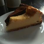 森のカフェ - ケーキセット・チーズケーキ側。
