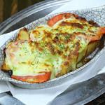 きっちんたまがわ - トマトのバジルチーズ焼き
