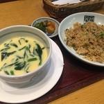 向日葵亭 - Aランチセット  大きい茶碗蒸しと高菜ピラフ。美味しく頂きました!