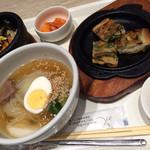 ぴょんぴょん舎 オンマーキッチン - 料理写真:ミニ冷麺、ミニ石焼ビビンバ、ミニチヂミのセット