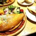 ビアカフェ ブルッグスゾット - ランチのスフレオムレツとパン