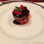 45545649 - フレッシュフォアグラのポワレ 苺のタルトレット