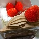 45548314 - 苺のフロマージュ、生チョコケーキ