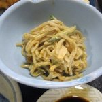 よし本 - 小鉢の2品目はお蕎麦ときゅうりのサラダです。