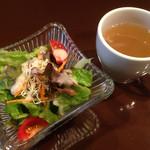 45550247 - ランチ・サラダとスープ