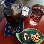 ねずねこ - アイスコーヒーとミニロールと手作り猫クッキー