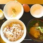 おっぽに亭こっこ - 卵かけごはん鷄汁定食 600円+玉子プリン 250円