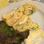 45554106 - 食べかけごめんなさい(^^;;                       メニューにはないけど、卵焼き頼んだら快く引き受けてくれました。しらすか青ネギ入れましょうか?って聞いてくれて親切!美味しかった〜
