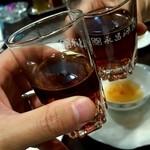 台南茶寮 - グラスは永昌源ですが、中身はTTLの紹興酒です。