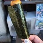 甘味茶房 かすが - 焦がし醤油のかすがの焼き団子、海苔、110円。