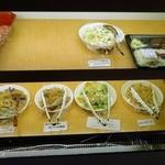 加島屋酒店 - 手作りの惣菜は重さで値段が決まります