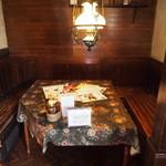 洋食屋 マ・メゾン - 階段下の隠れ家席