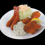 最強 西本町ハイボール - お魚のフライ2種と海老フライでご飯、スープお代わり自由。
