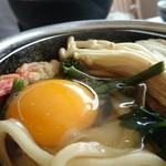 大瀬館マリンサービス 海プラザ - 料理写真:鍋焼きうどんに卵投入