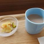 金澤ななほしカレー - ピクルスとナッツミルクスープ