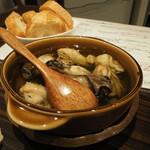 牡蠣Bar - 牡蠣のアヒージョ