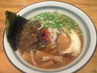 麺屋 無双 - 古式醤油ラーメン・腹八分目¥500+牛スジトッピング¥150(2010.07)