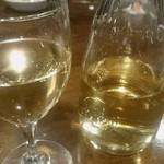 チーズワーフ - 白ワインはデキャンタで