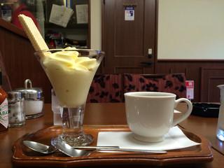羅苧豆 - ソフトクリーム・ホットコーヒー