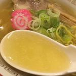 らーめん きちりん - 塩ラーメンのスープ