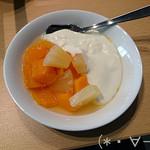 四季食彩館 - マンゴーとパイナップルにヨーグルト!!