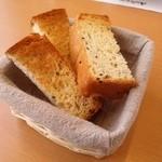 洋食屋アニバーサリー 永遠 - コースのパンです。