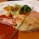 洋食屋アニバーサリー 永遠 - 料理写真:主菜は「海老とカレイのクリームオーブン焼き 秋の味覚 きのことカボチャを使って」です。