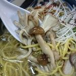 45577790 - マイタケ、生椎茸、シメジ♪キノコは3種類~摂取すると健康に良いとか?