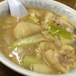 珉珉 - みんみんの豚足スープは偉大なB級料理だ!