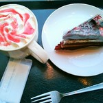スターバックス・コーヒー - ホットアップル&ラズベリーチョコレートケーキ