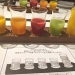 45587800 - 5種類の野菜と果物のジュース