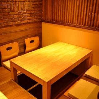 ◆小上がりの掘り炬燵の座敷席も御座います。