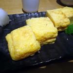 呑処おか吉 - 「築地の玉子焼き」380円也。