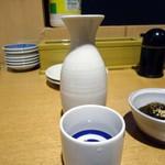呑処おか吉 - 「雅の詩」熱燗(小)390円也。