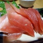 呑処おか吉 - 「まぐろ刺」380円也。