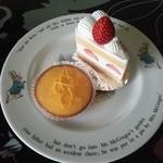 45593704 - レモンタルトとショートケーキ