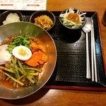 韓国家庭料理 スッカラとチョッカラ - ビビン冷麺