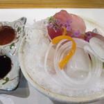 伊万栄 - 造里~横輪マグロ、島あじ、剣先イカ等 醤油かポン酢で