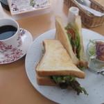 風の森 コスモポリタンカフェ - 珈琲とBLT。