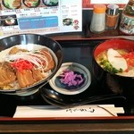 45611538 - 三枚肉丼と沖縄そばハーフのセット750円