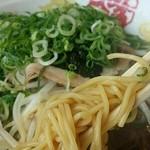 らーめん八角 - 麺アップ
