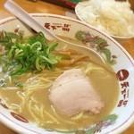 天下一品 - 今日の夕飯☆  歌舞伎町の天下一品☆ 白飯定食白米大盛り☆  飲む前の腹ごしらえ(笑) 天一のこってりスープは大好物、白米と口中調味しても最高だし、最後はスープにIN☆至福のひと時ヾ(*´∀`*)ノ