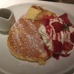 バター - 苺とクリームブリュレのパンケーキ~フランボワーズソース~