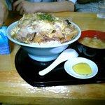 御食事処 山の五代 - 肉丼チョモランマ盛り